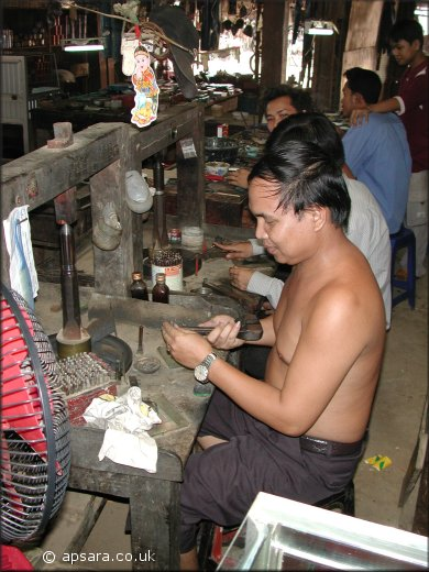 Cutting gems at Pailin